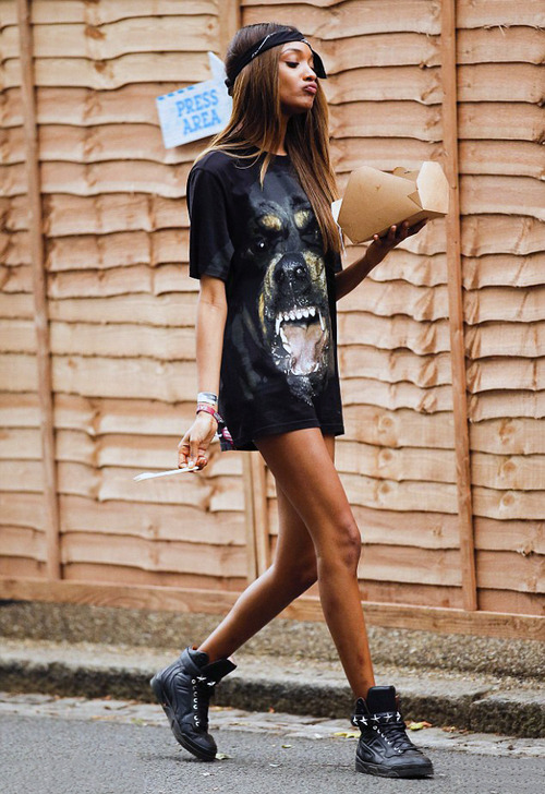 Jourdan-Dunn-In-Givenchy-Fall-2014-Rottweiler-T-Shirt-and-Givenchy-Star-Strap-High-Top-Sneakers-at-Wireless-Festival-in-Finsbury-Park-7 (1)