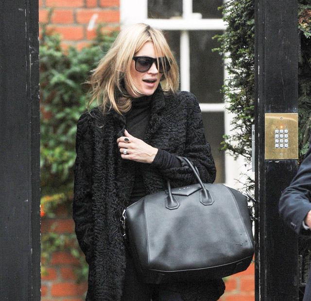 The-Many-Bags-of-Kate-Moss-381