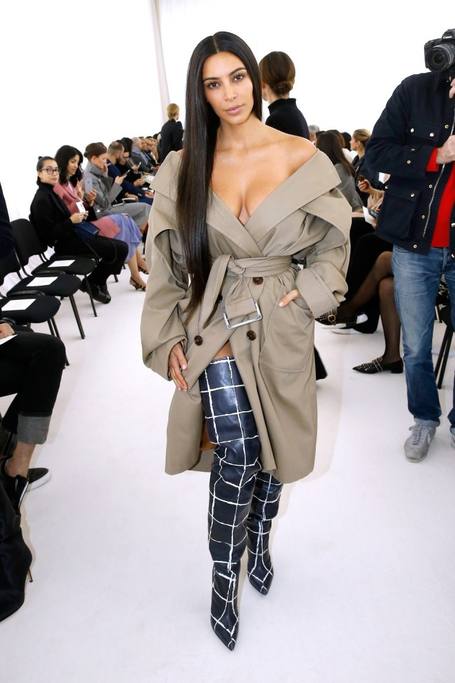 kim-kardashian-paris-10022016-5-1475430243-compressed