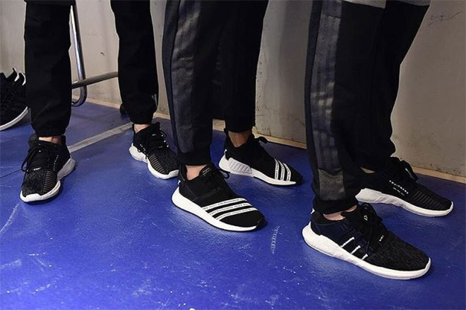 white-mountaineering-adidas-originals-nmd-r2-trail-0