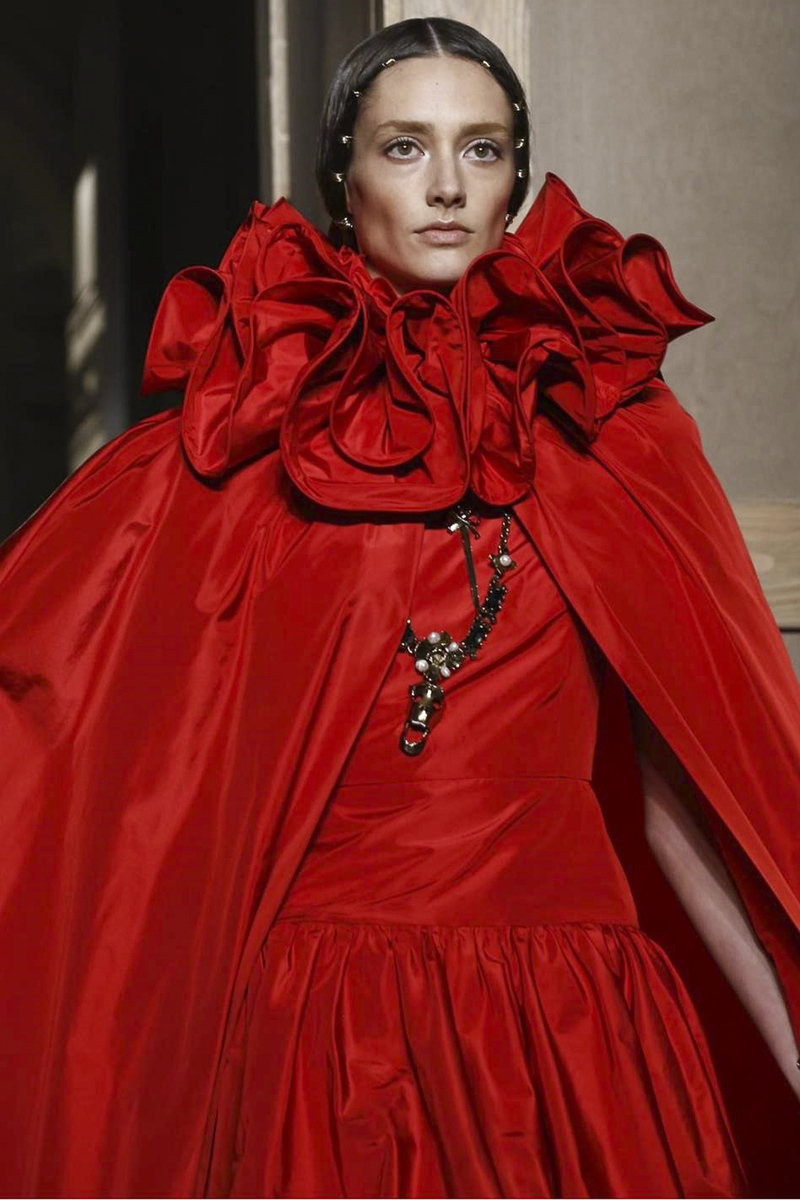 Valentino-Fall-2016-Couture-Red-runway-detail.jpg