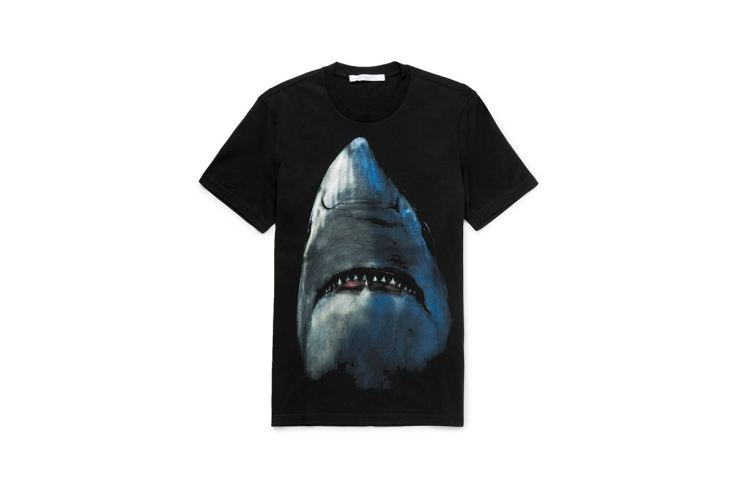 http-hypebeast.comimage201705givenchy-shark-print-t-shirt-cap-backpack-1