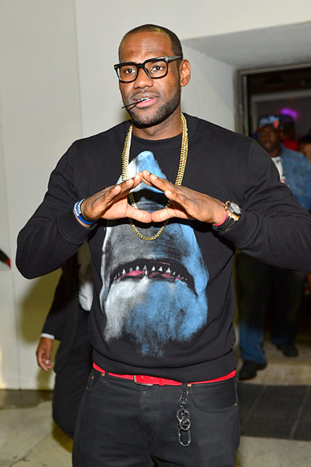 Lebron-James-in-Givenchy-Shark-Sweatshirt-sweater-crewneck