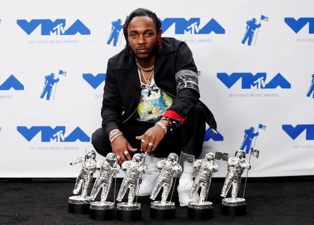 Kendrick_Lamar_VMA_inside-1